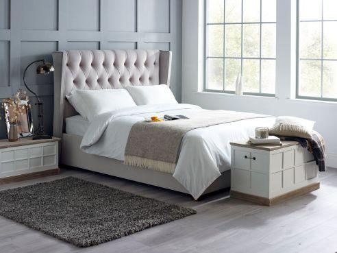 Hemingway winged  Bed